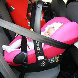 Sistema Isofix o cinture di sicurezza